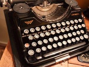 old-typewriter-petr-kratochvil